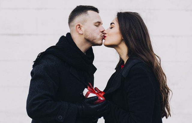 Couple Kissing Images